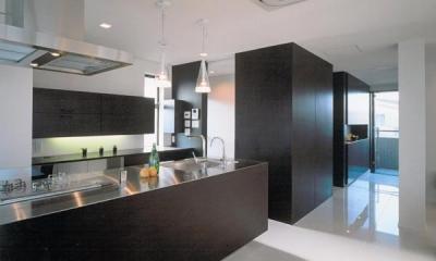 名古屋市N邸・リゾートホテル感覚の日常空間 (洗練されたモダンなキッチン)