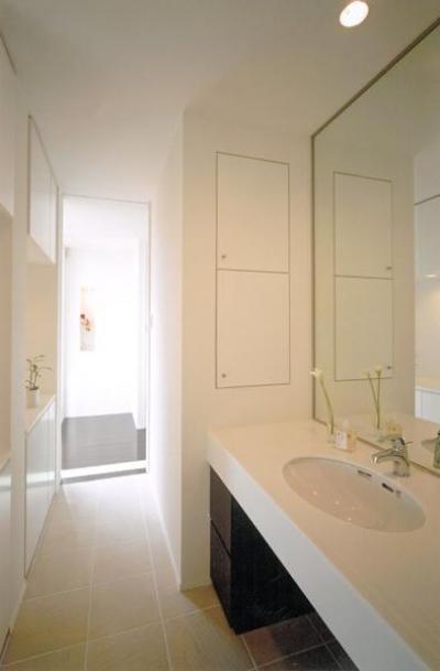 ホテルライクな洗面室 (名古屋市N邸・リゾートホテル感覚の日常空間)