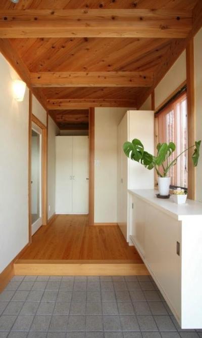 N邸・伝統と現代の生活の調和を目指した邸宅 (明るく開放的な玄関)