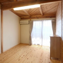 N邸・伝統と現代の生活の調和を目指した邸宅 (木の温もり感じる洋室)