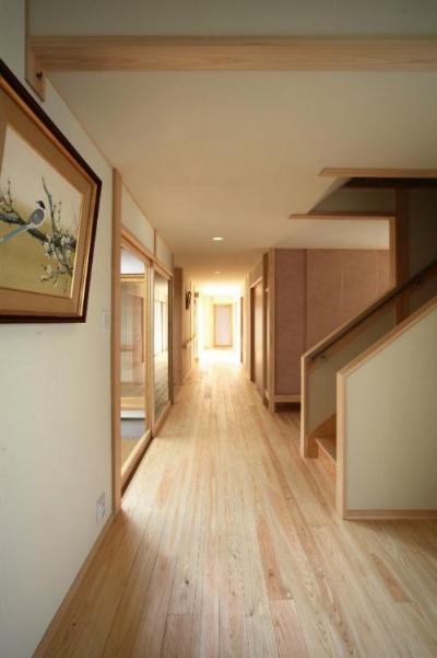 I邸・住職やその家族の住む邸宅 (明るく開放的な廊下)
