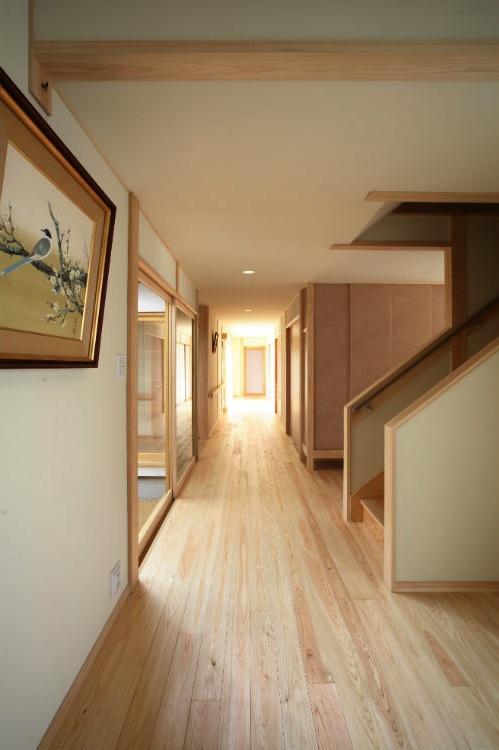 I邸・住職やその家族の住む邸宅の部屋 明るく開放的な廊下