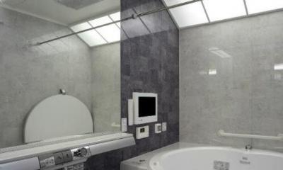 グレー基調の高級感溢れる浴室|I邸・住職やその家族の住む邸宅