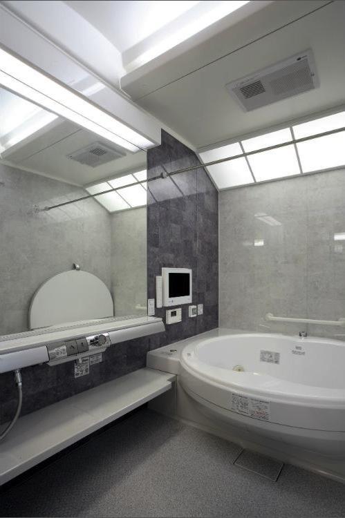 I邸・住職やその家族の住む邸宅の部屋 グレー基調の高級感溢れる浴室