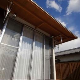 開放的なデッキ (KO邸・二世帯住宅へ増築リフォーム)