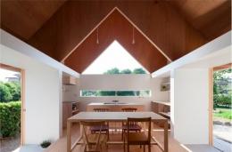 『コヤノスミカ』趣味を楽しめる空間、ゆったり寛げる空間 (明るく開放的なダイニングキッチン)