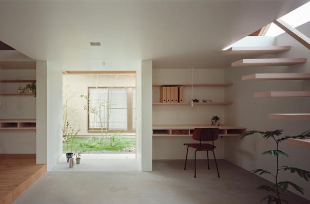 『コヤノスミカ』趣味を楽しめる空間、ゆったり寛げる空間の部屋 土間-ご主人の趣味スペース