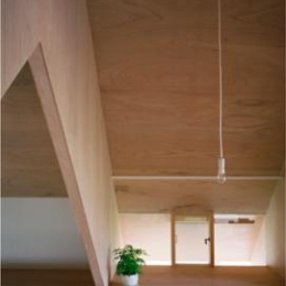 2階寝室-V梁下空間