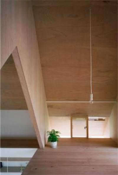 『コヤノスミカ』趣味を楽しめる空間、ゆったり寛げる空間 (2階寝室-V梁下空間)
