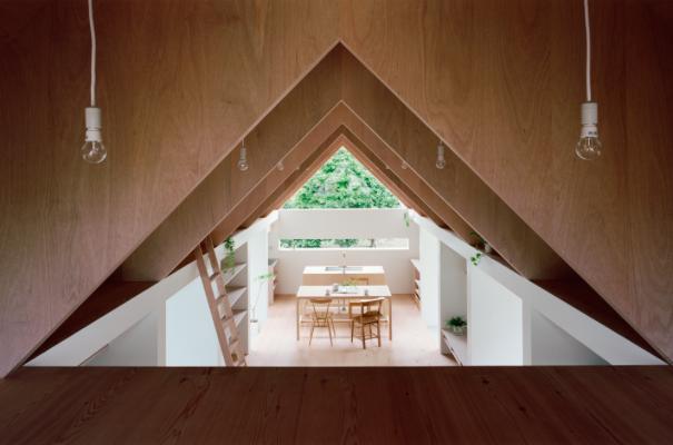 『コヤノスミカ』趣味を楽しめる空間、ゆったり寛げる空間の部屋 2階寝室よりダイニングを見る