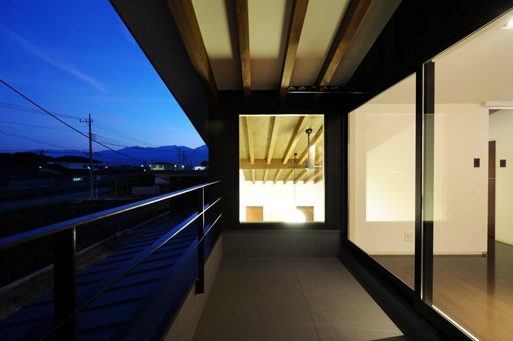 『南アルプスの家』光・風が通り抜ける住まいの部屋 プライベートテラス