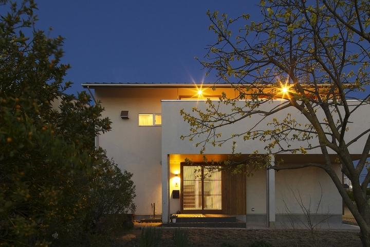 M邸・スタイリッシュな和の家の写真 外観夜景