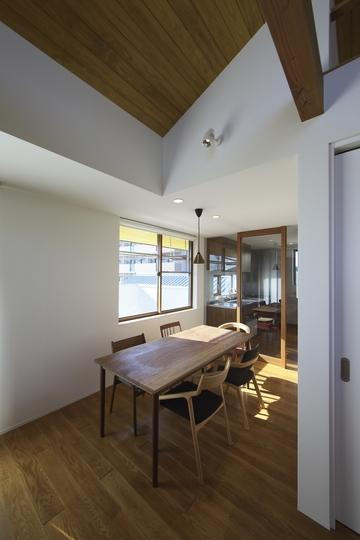 M邸・スタイリッシュな和の家の部屋 明るいダイニング