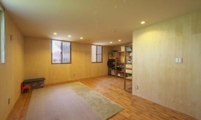 M邸・スタイリッシュな和の家 (優しい光の入る1階寝室)
