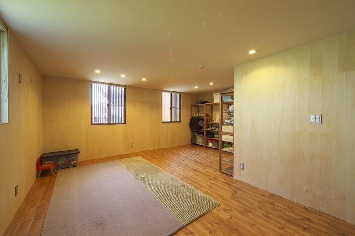 M邸・スタイリッシュな和の家の部屋 優しい光の入る1階寝室