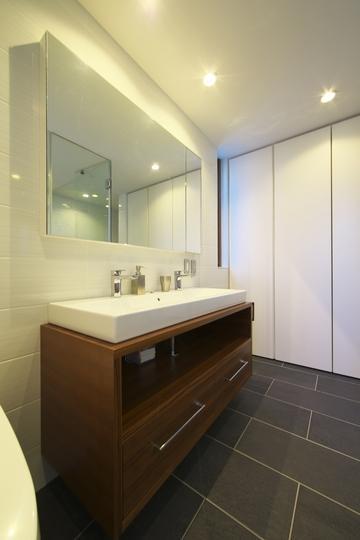 M邸・スタイリッシュな和の家の部屋 スタイリッシュな洗面室