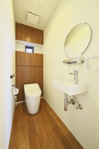 シンプル&ナチュラルなトイレ空間 (M邸・スタイリッシュな和の家)