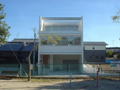 S邸・公園前の家I (白基調のスタイリッシュな外観)