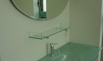 洗面所-ガラスの洗面台|S邸・公園前の家I