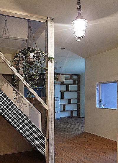 造作家具&プチアンティークの部屋 玄関から見たLDK