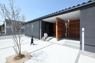 住宅 (中庭のある平屋の2世帯住宅(愛荘の家))