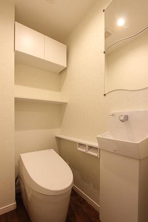 I邸・お洒落な大人の空間の部屋 シンプルなトイレ空間