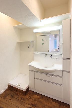 I邸・お洒落な大人の空間の部屋 シンプルな洗面脱衣室