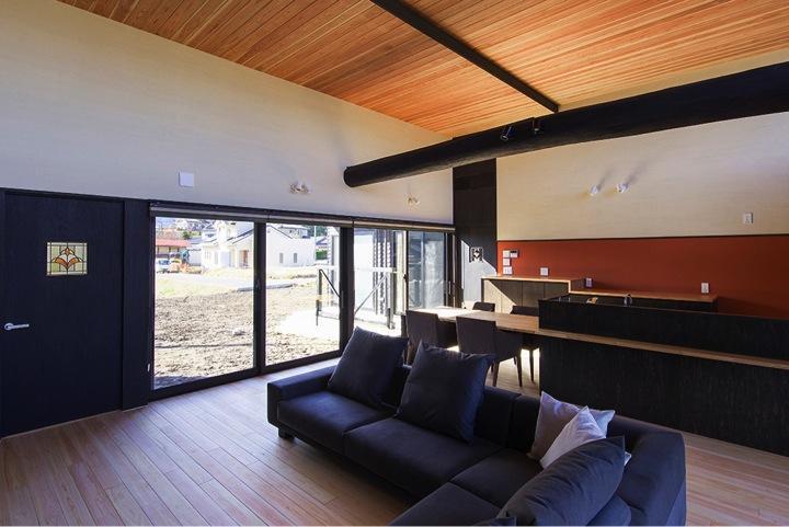 HOUSE YR 『アルプスを臨む家』の部屋 オレンジがアクセントのモダンLDK