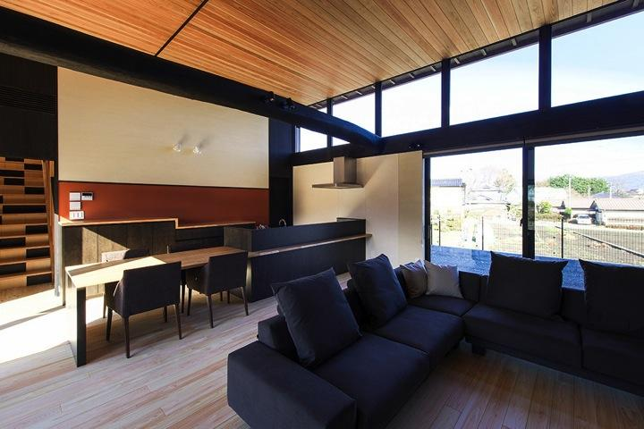 HOUSE YR 『アルプスを臨む家』の部屋 木目のグラデーションがきれいなLDK