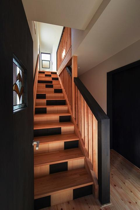 HOUSE YR 『アルプスを臨む家』の部屋 和モダンな階段室