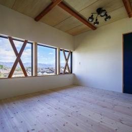 HOUSE YR 『アルプスを臨む家』 (開放的な2階ベッドルーム)