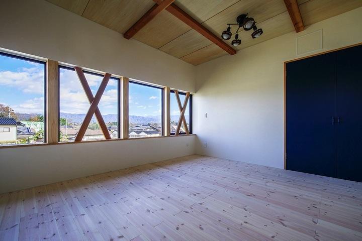HOUSE YR 『アルプスを臨む家』の部屋 開放的な2階ベッドルーム
