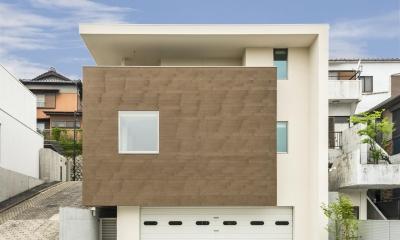 外観|HOUSE H  『傾斜地に建つガレージハウス』