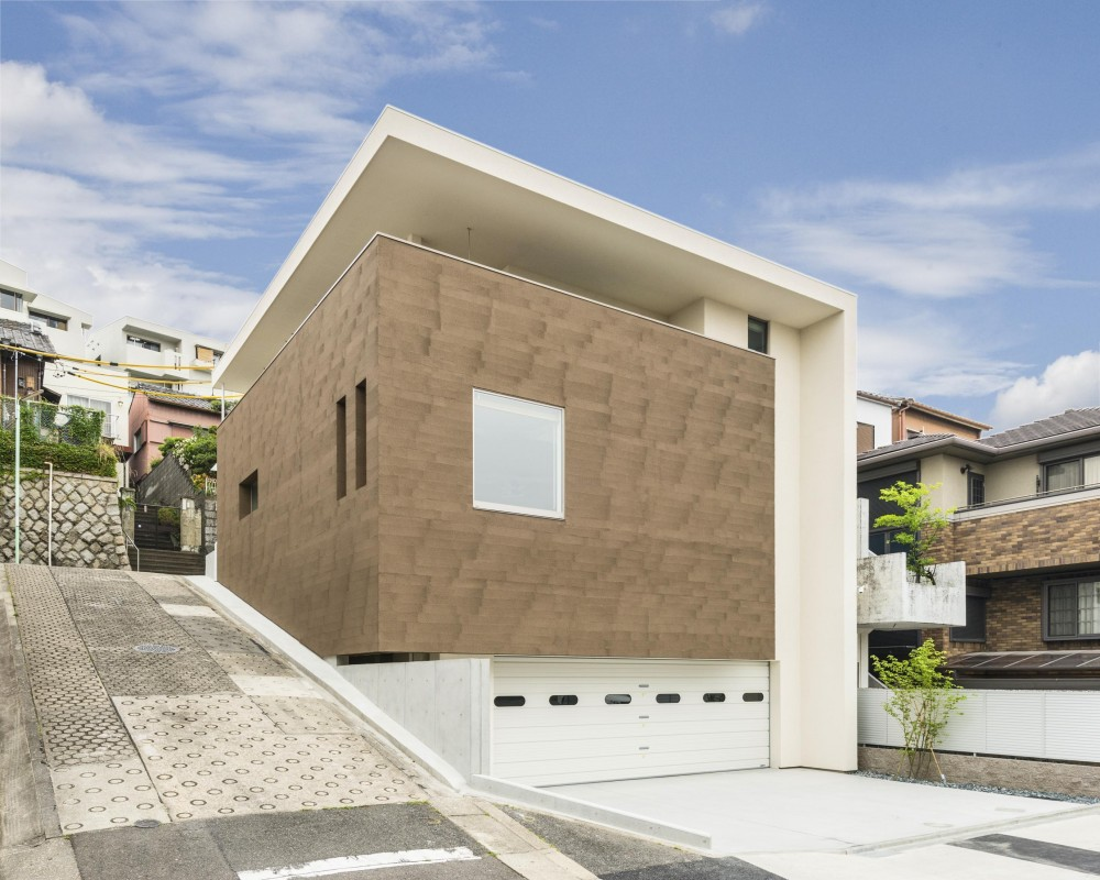 HOUSE H  『傾斜地に建つガレージハウス』 (外観)