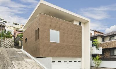 HOUSE H  『傾斜地に建つガレージハウス』