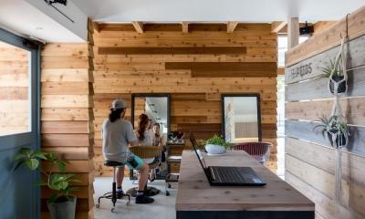 外にいるような開放的な美容室併用住宅(ヘアーサロンPECOS) (併用住宅)