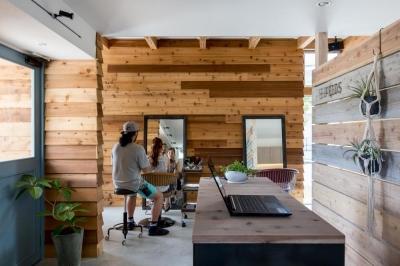併用住宅 (外にいるような開放的な美容室併用住宅(ヘアーサロンPECOS))