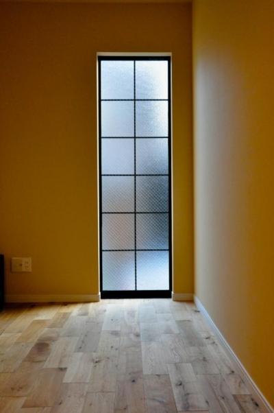 黒の格子入り窓 (輸入スタイル)