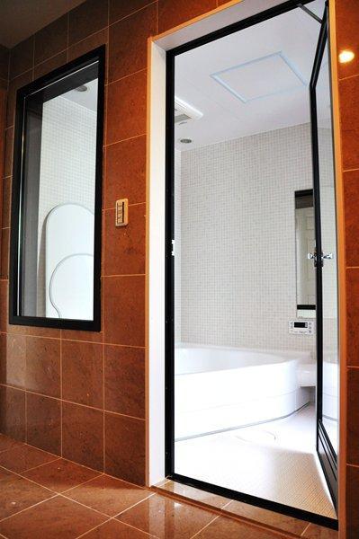 都心の狭小地で3階建ての部屋 バスルーム
