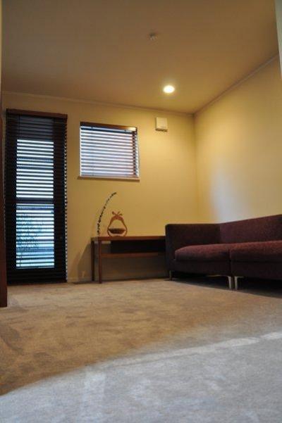 居室 (都心の狭小地で3階建て)