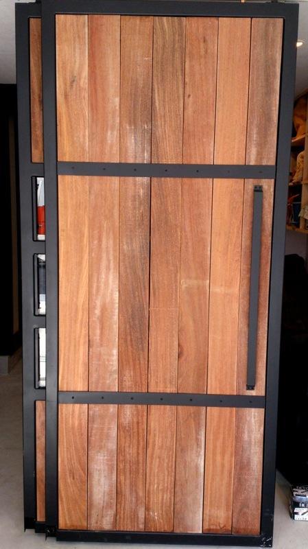 グリーンの家の部屋 玄関ドア