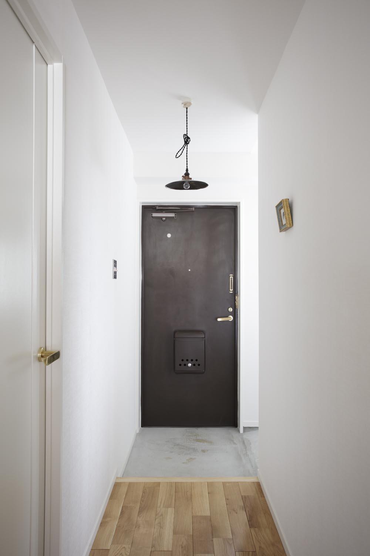 O邸・シンプルナチュラルなあたたかさの部屋 ヴィンテージテイストの玄関