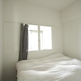 O邸・シンプルナチュラルなあたたかさ (光と風が入るベッドルーム)
