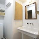 シンプルデザインの洗面室