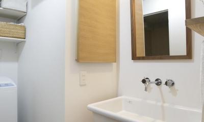 O邸・シンプルナチュラルなあたたかさ (シンプルデザインの洗面室)