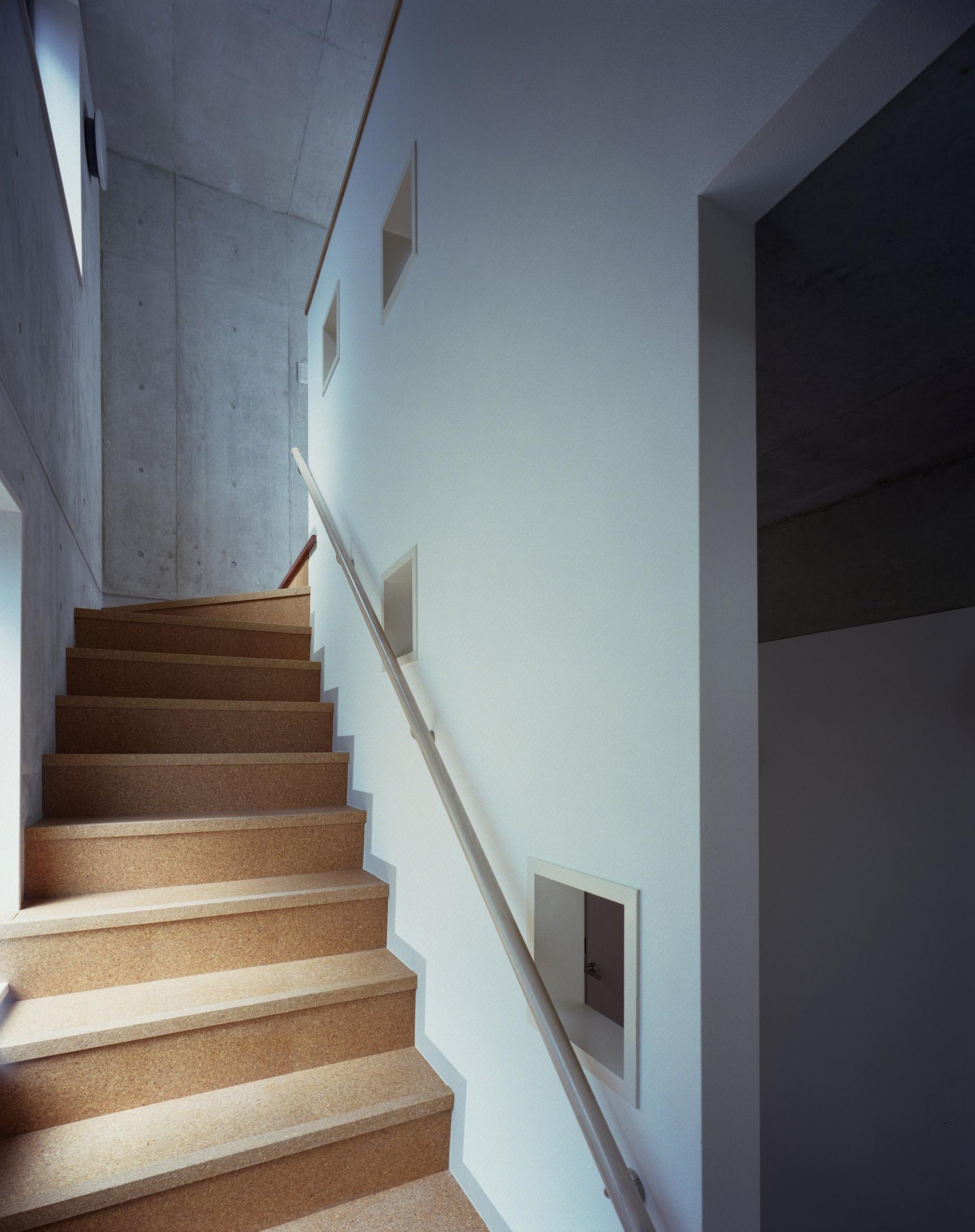 東京都台東区 T邸の部屋 小窓のある階段