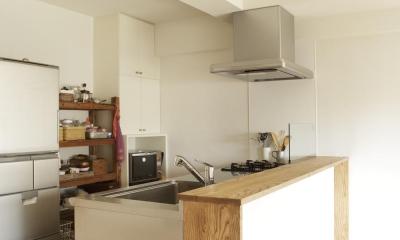O邸・シンプルナチュラルなあたたかさ (すっきりとした対面式キッチン)