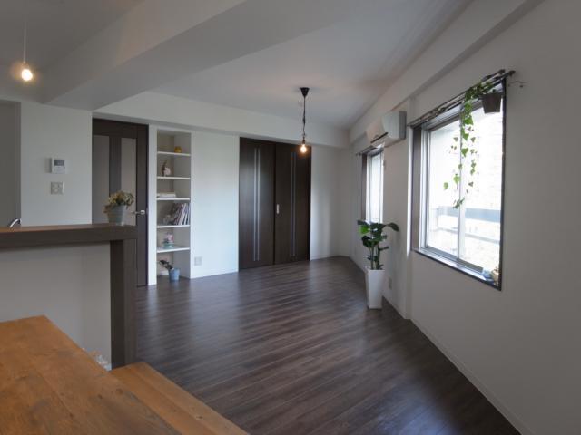 ヴィンテージマンションに住まうの部屋 開放的なリビング