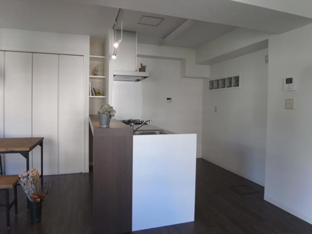 ヴィンテージマンションに住まうの部屋 キッチン-ディスプレイ棚