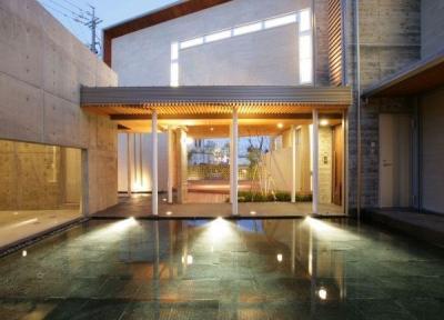 美しい水盤 (HOUSE T 『公園を臨むゲストハウス』)